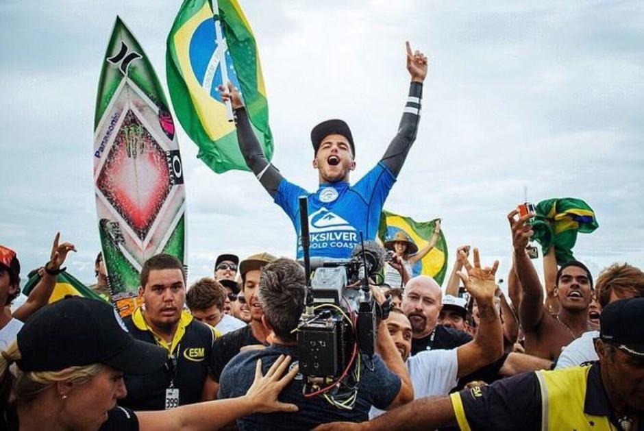 Filipe Toledo foi campeão em Gold Coast