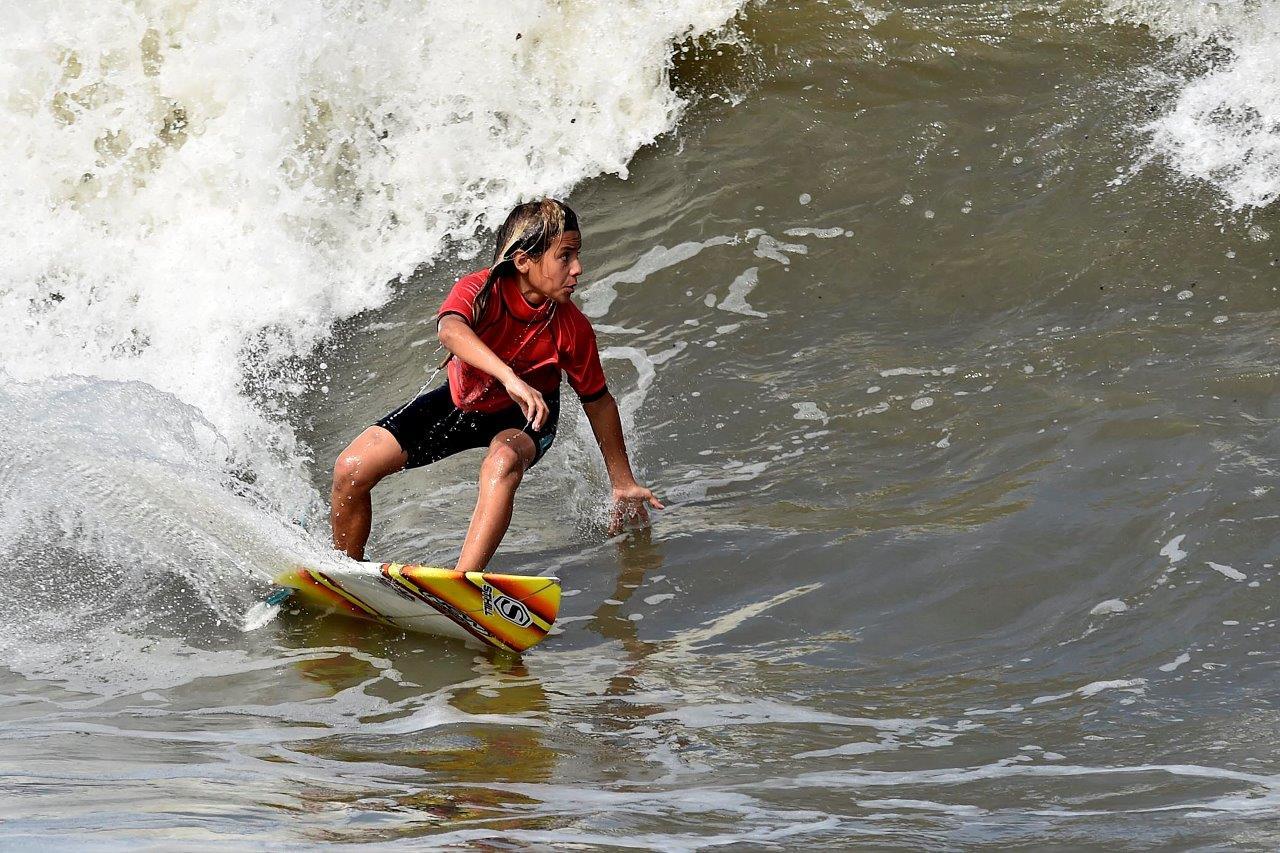 Roberto Alves foi o melhor da Categoria Estreante na final do Santos Surf 2016 / Foto Ivan Storti
