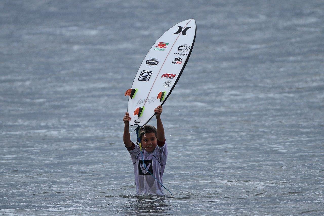 Rodrigo Saldanha vence a Petit, no Hang Loose Surf Attack, etapa Santos / Foto Munir El Hage