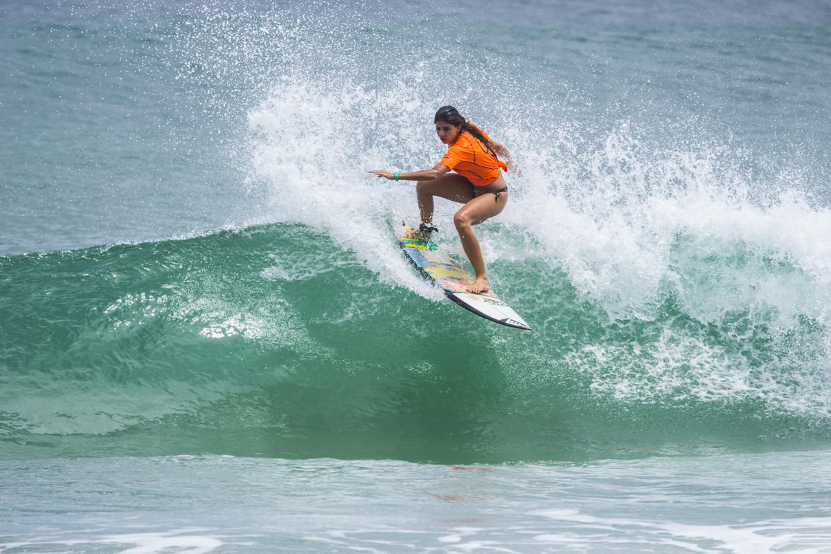 Ana Pacelli estreia no Surf Trip SP Contest 2016