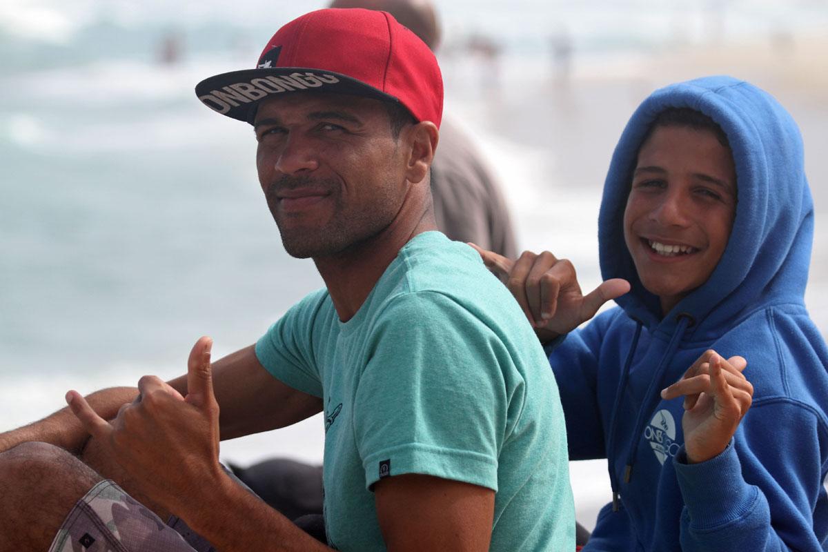 Caio Costa, de boné vermelho, campeão estadual / Foto Jorge Mesquita