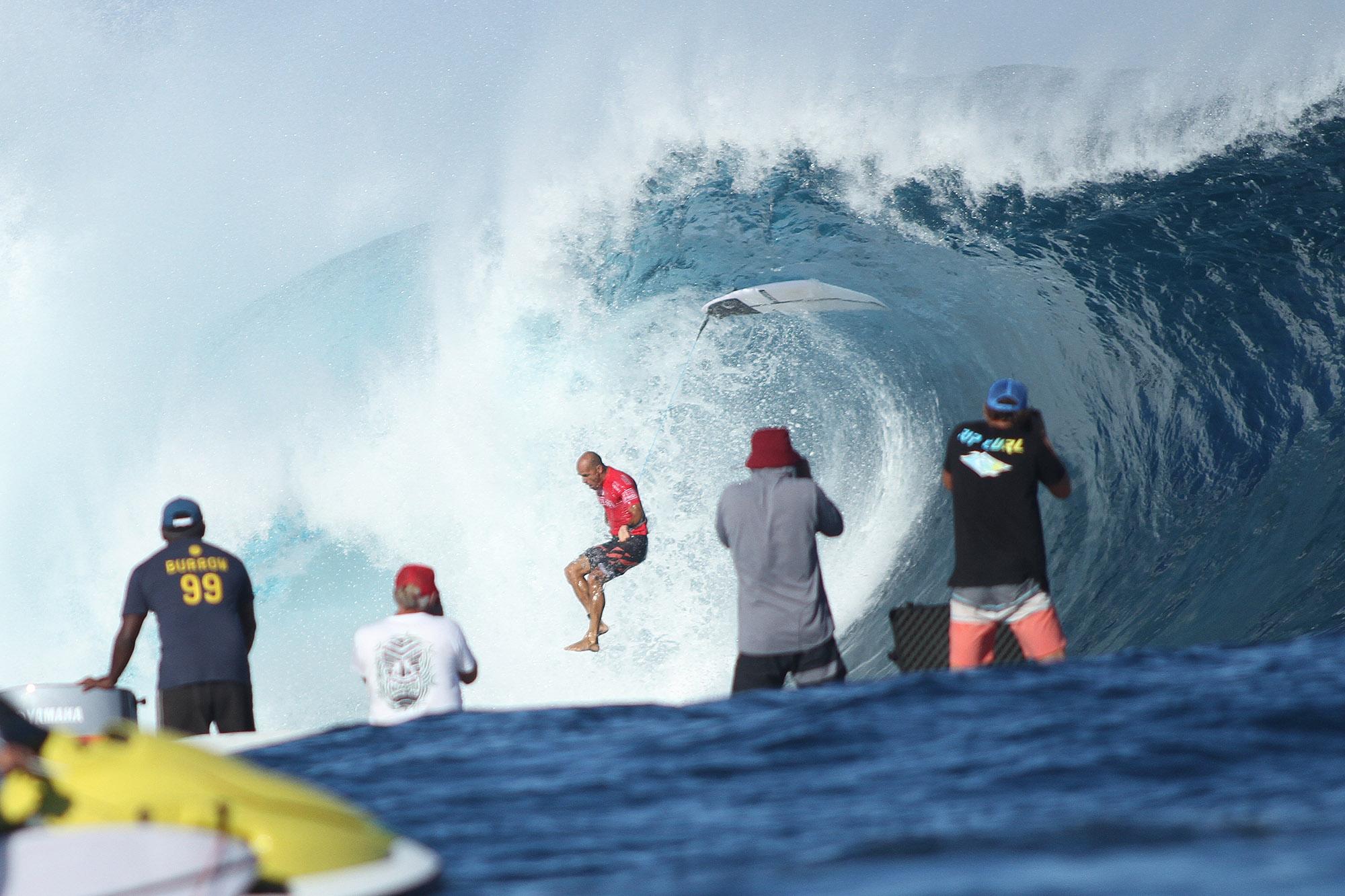 Kelly Slater em Fiji, capturado num caldo pelas lentes de Munir El Hage