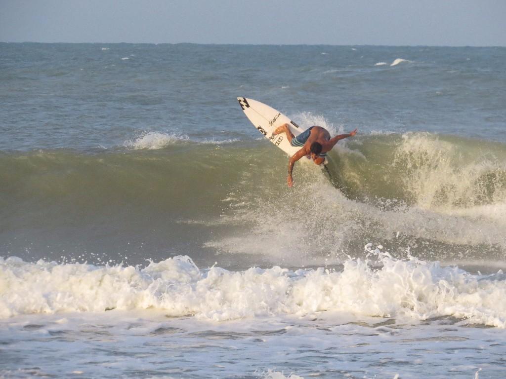 Ítalo Ferreira em ação nas direitas de Baía Formosa (RN), palco da primeira edição do Ítalo Grom Stomp. FOTO Polly Ferreira