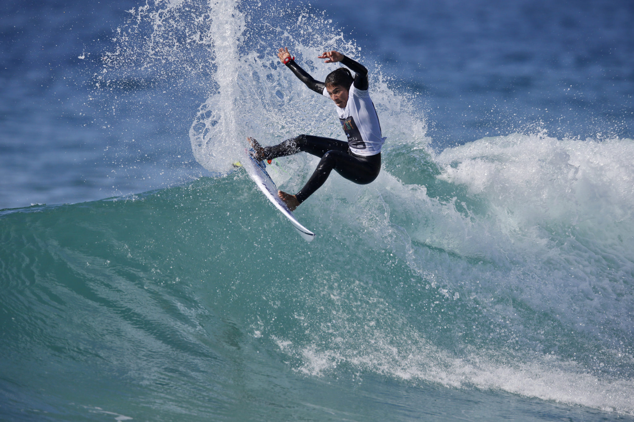 Silvana Lima in the round of 24 of the Anditi Women's Pro at Merewether Beach