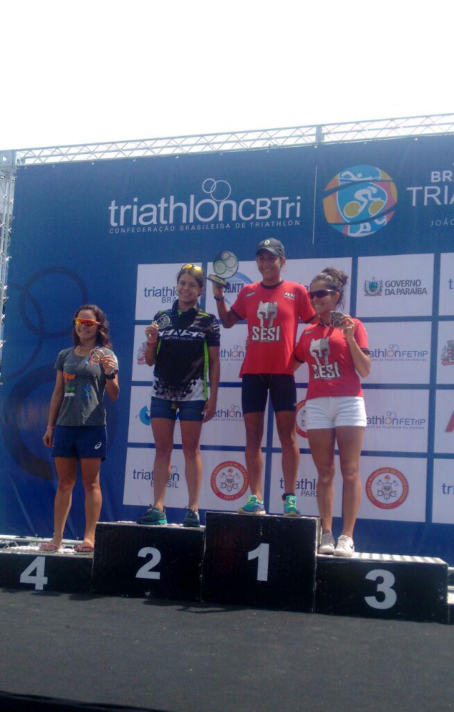 Pódio da elite feminina no Brasileiro de Triatlo (Divulgação)
