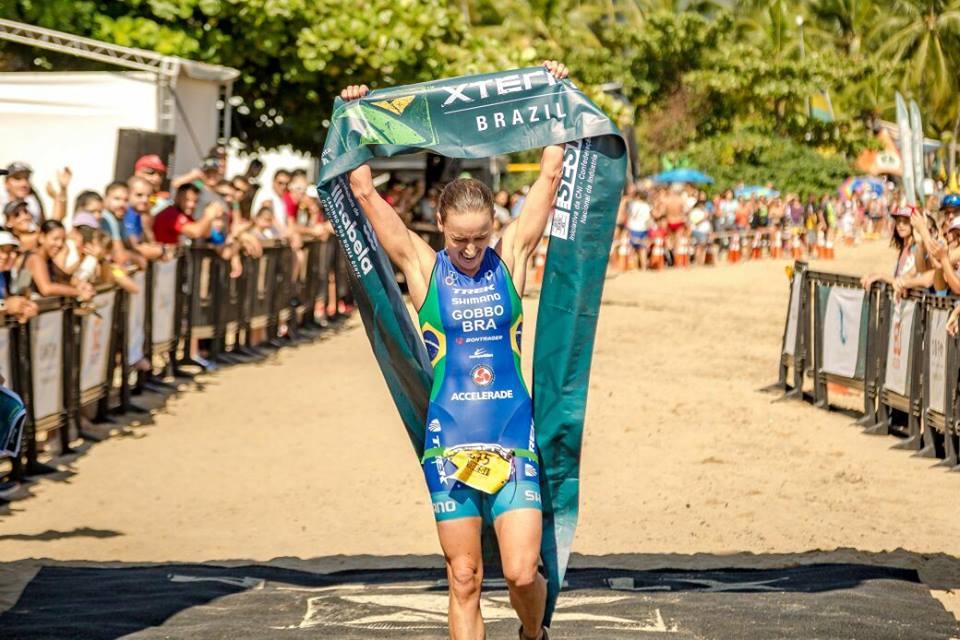 Sabrina Gobbo cruza linha de chegada (Divulgação / XTerra)
