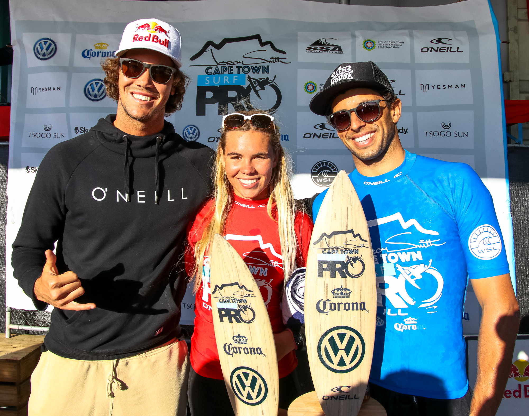 Jordy Smith com os campeões (Cape Town Surf Pro)