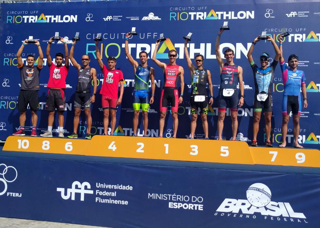 Pódio da elite masculina no Rio Triathlon (Divulgação)