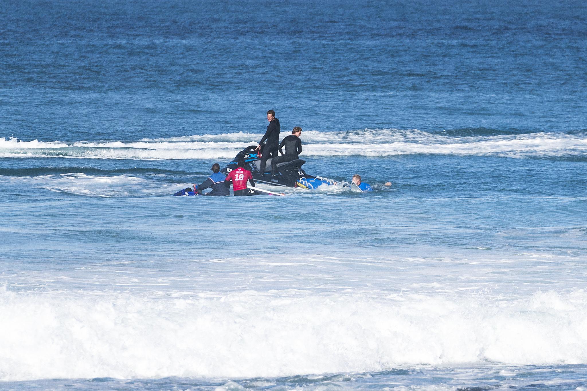 Retirada dos surfistas (@WSL / Pierre Tostee)