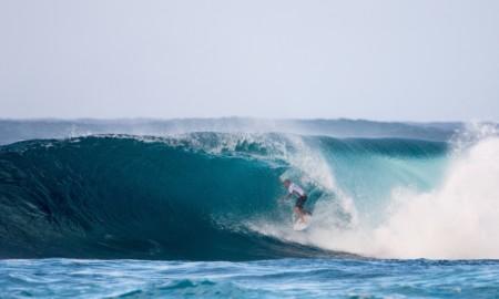 Segunda competição da Tríplice Coroa inicia com altas ondas