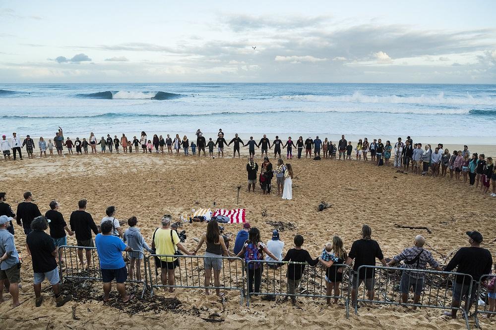 Cerimonia de abertura em homenagem a Andy Irons (@WSL / Kelly Cestari)