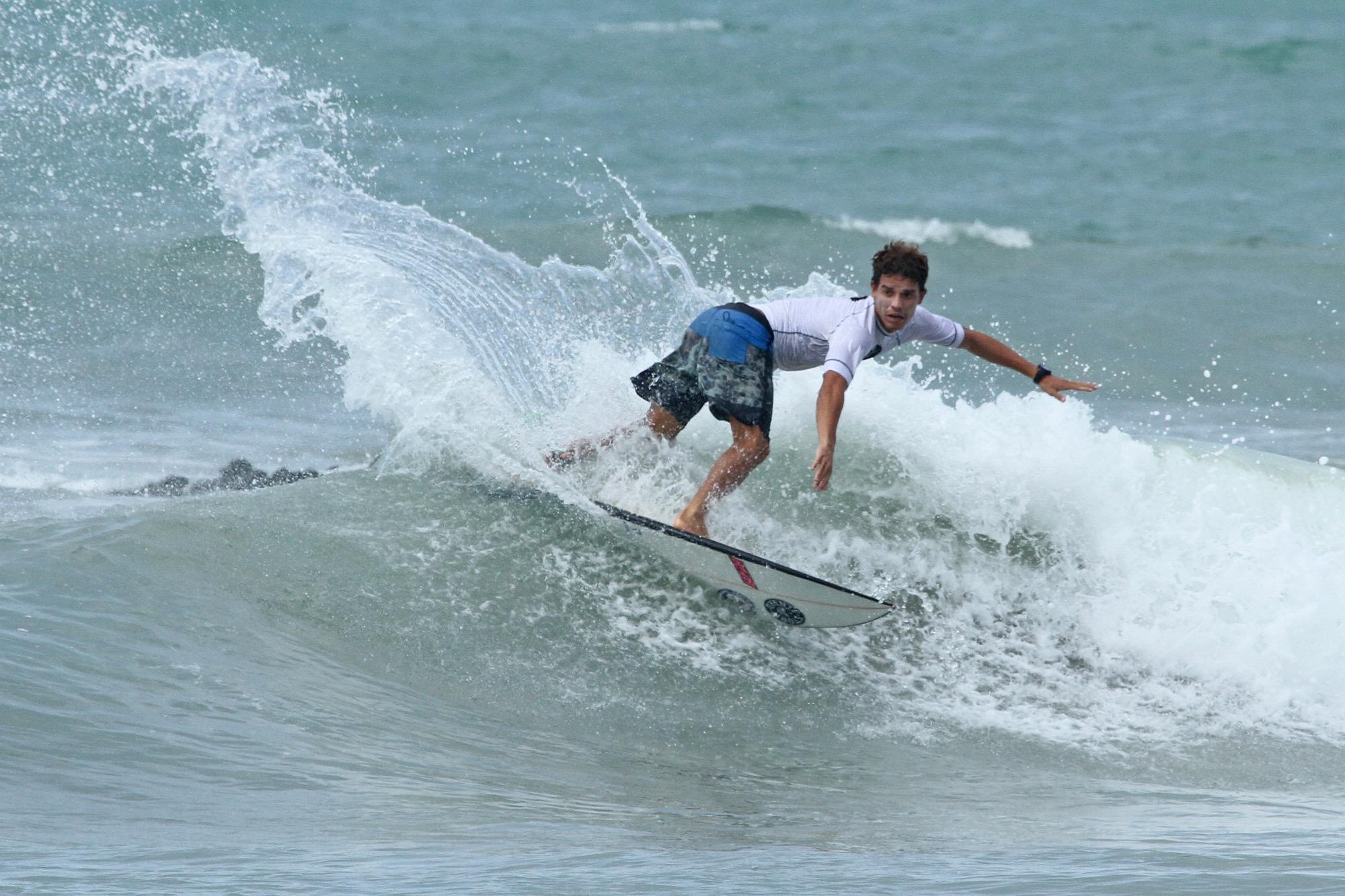 Israel Jr foi o Campeão da I Etapa do Circuito Cearense de Surf, na categoria profissional / Foto Lima Jr