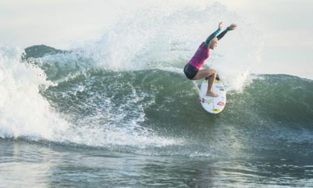 Tatiana Weston-Webb estreia com vitória no Oi Rio Pro
