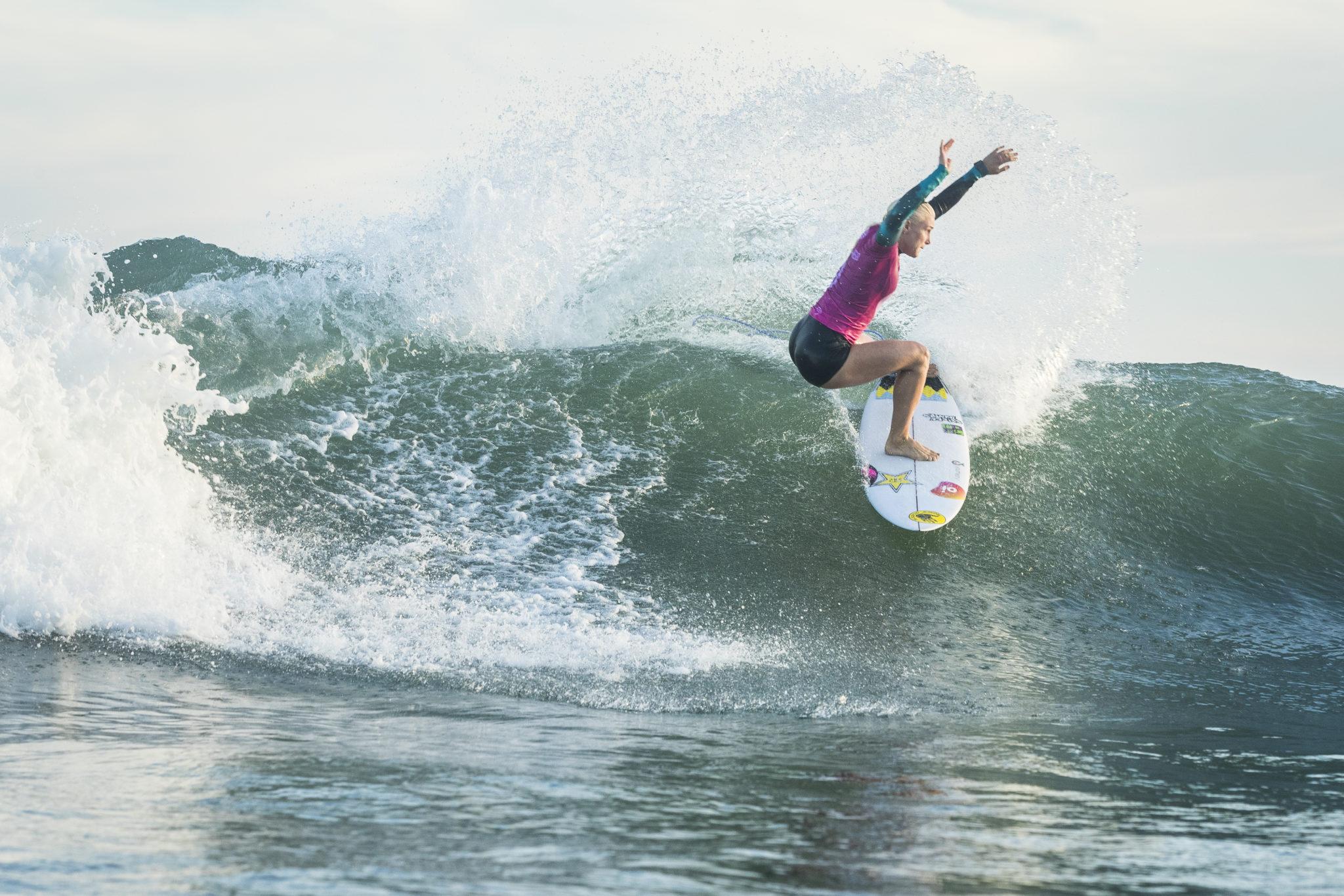 Tatiana Weston-Webb of Brazil advanced directly to Round Three of the OI Rio Pro after winning Heat 6 of Round 1 at Itaùna Beach, Saquarema, Brazil.
