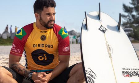Italo Ferreira perde a lycra amarela