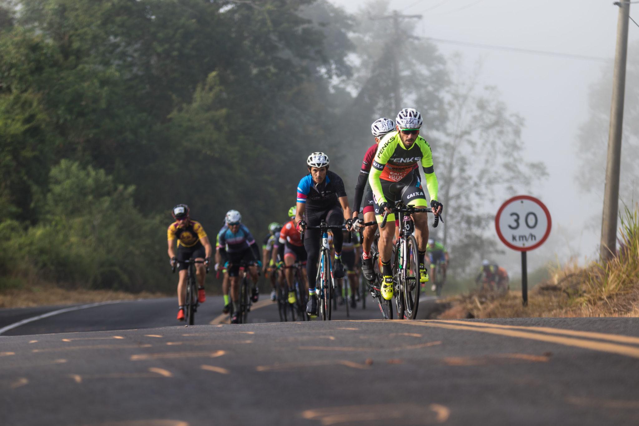Sidnei Fernandes inicia ataque (Wladimir Togumi / Brasil Ride)