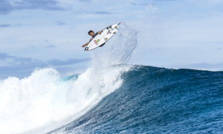 Yago Dora iguala recorde no Tahiti Pro