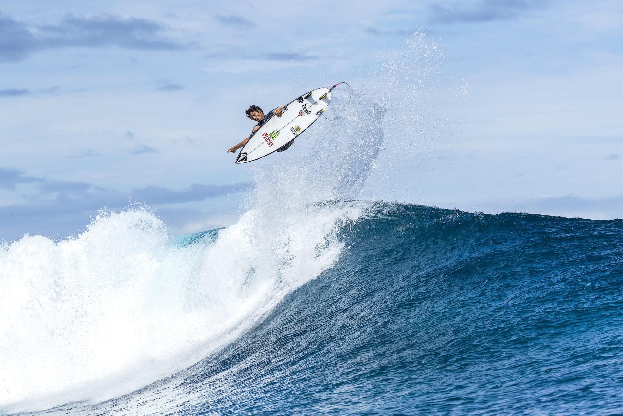 Yago Dora (BRA) advances to Round 3 of the 2018 Tahiti Pro Teahupo'o after winning Heat 12 of Round 2 at Teahupo'o.