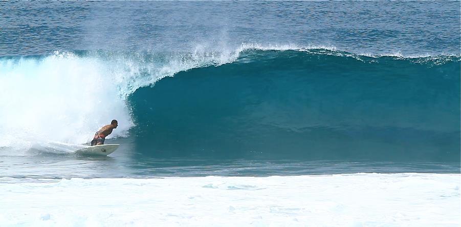 Maurício Orelhinha em atividade nas ondas havaianas / Arquivo Pessoal