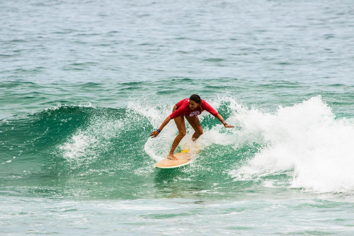 Pedro Tanaka e Stephanie Frumento faturam o Brasileiro Universitário de Surf