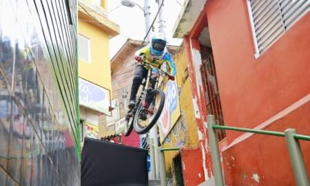 Lucas Borba é vice-campeão da Descida das Escadas de Santos