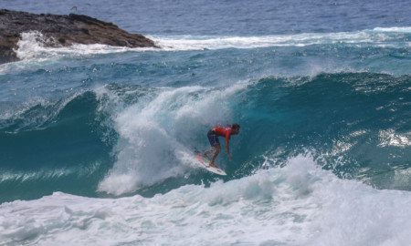Jessé Mendes surfa o melhor tubo na Cacimba