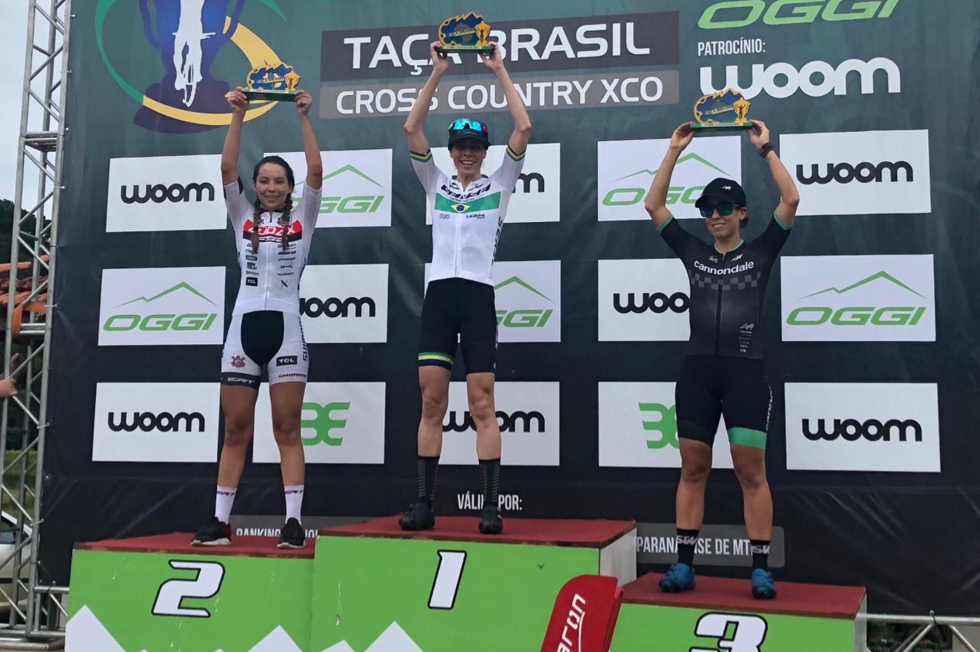 Jaqueline e Letícia no pódio da Taça Brasil / Foto Divulgação