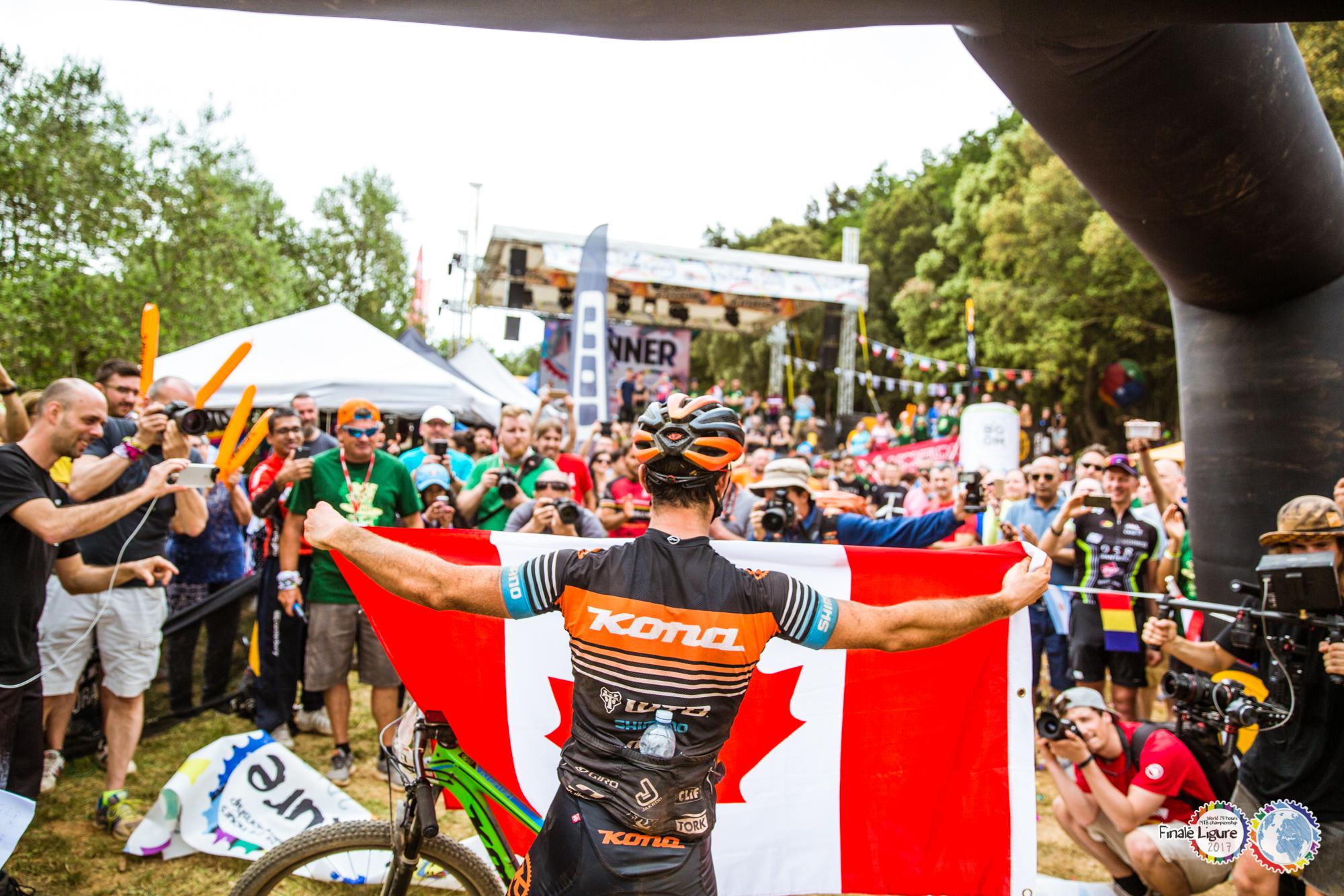 Canadense comemora primeiro título de campeão mundial / Foto Francesco Bartoli Avveduti