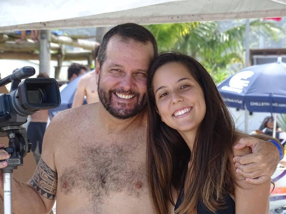 Dadá Nascimento e sua filha Nathália, numa praia qualquer do Litoral Norte Paulista / Foto Munir El Hage