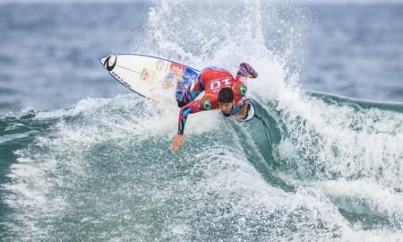 Cinco brasileiros avançam na abertura Pro Bells Beach