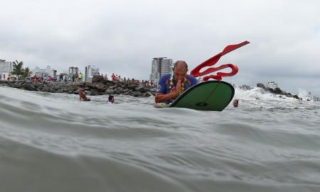 Dadá é homenageado no Quebra-Mar e suas cinzas jogadas ao mar