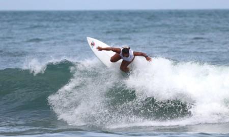 Suelen Naraísa compete no Brasileiro de Surf Feminino