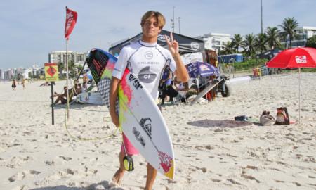 Matheus Herdy brilha na abertura do Oi Pro Junior Series