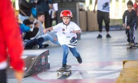 Alunos da ONG Social Skate participam da inauguração da 1ª pista de skate do Corinthians