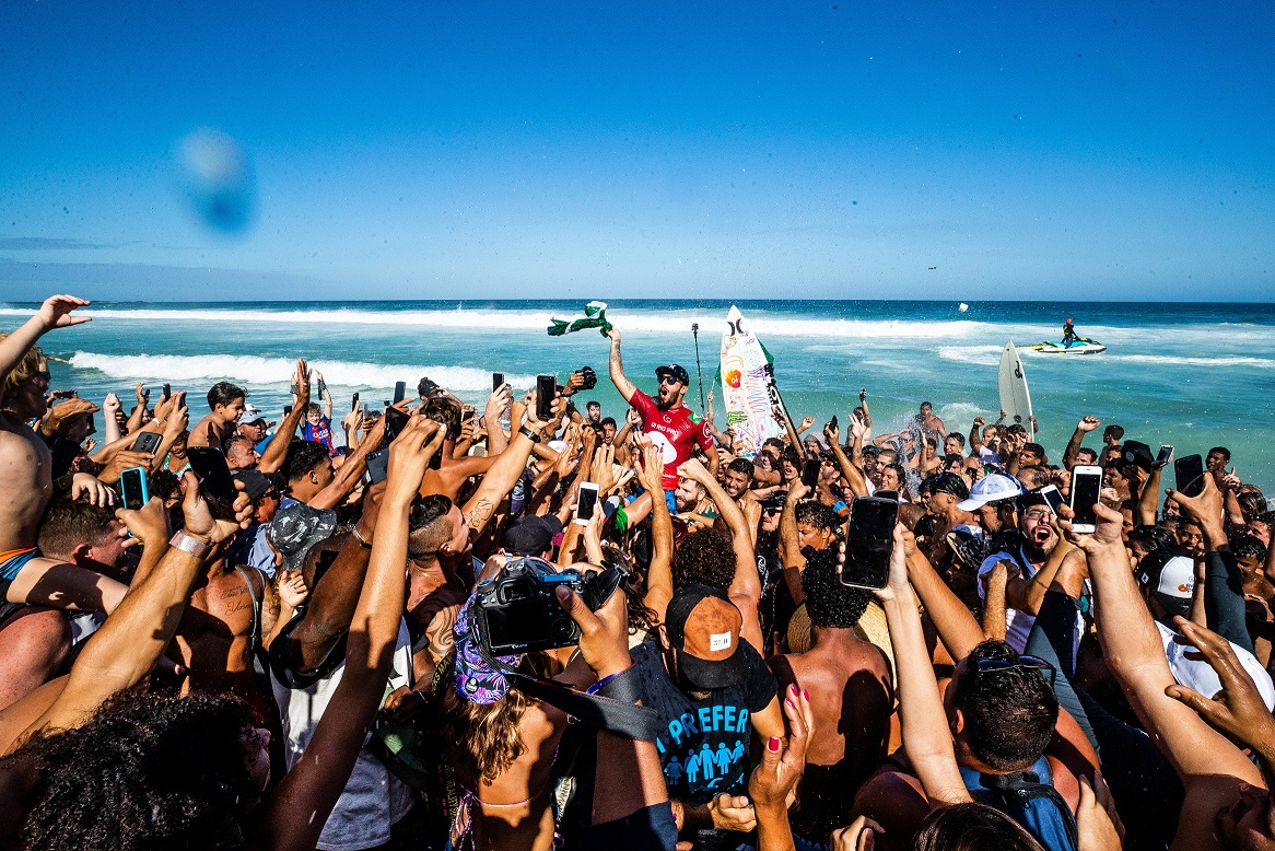 Filipe Toledo (SP) (Damien Poullenot / WSL via Getty Images)