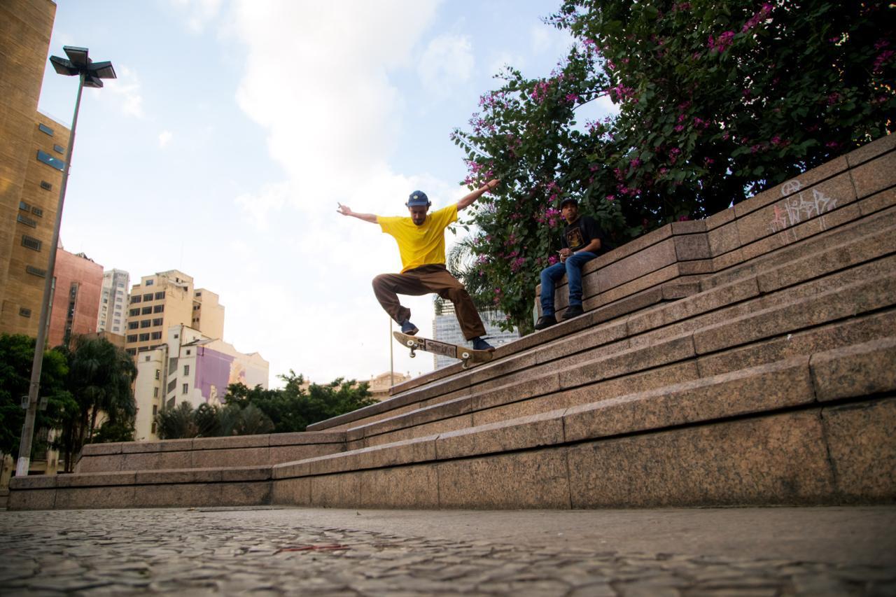 Murilo Romão nas arquibancadas do Vale / Foto Skatistas olham o que um dia foi um obstáculos para as suas manobras / Foto Moisés Da Silva