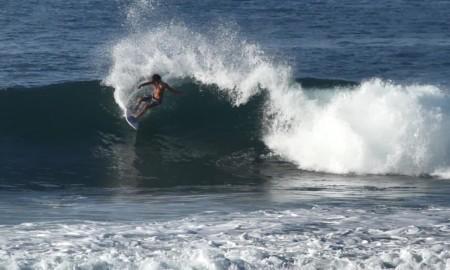 """Renan Rodrigues chega da Indonésia """"afiado"""" para a 2ª etapa do Vicentino de Surf 2019"""