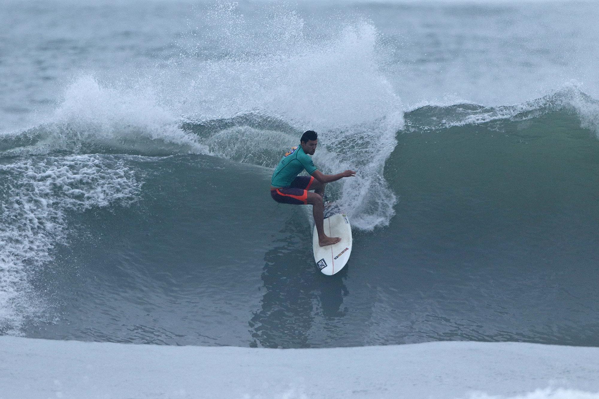 Thiago Meneses vence o Surf Trip SP Contest Maresias / Foto Munir El Hage