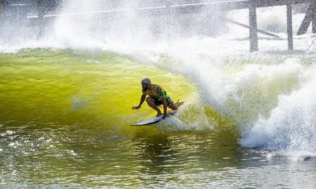 Ítalo Ferreira brilhou no primeiro dia em Surf Ranch