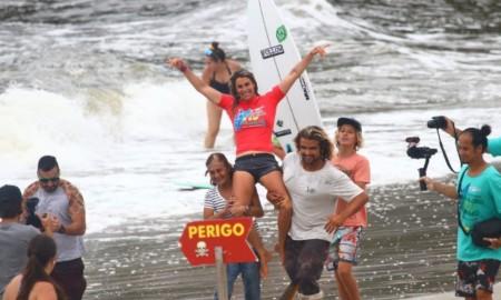 Camila Cássia é a bicampeã Brasileiro de Surf Feminino em Ubatuba