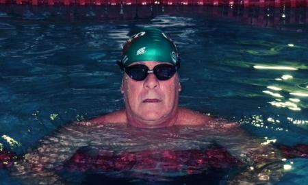 Ricardo Fiorita disputa duas provas de natação com o incentivo do Sr. Altino Bar