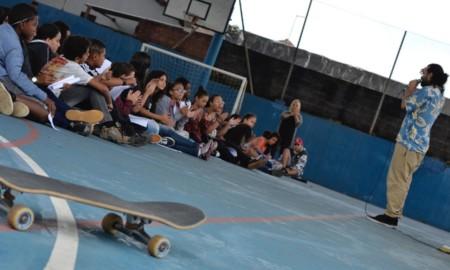 """Skate + Poesia – Projeto """"Impulso Lírico"""" atende 4 mil adolescentes em Mongaguá"""