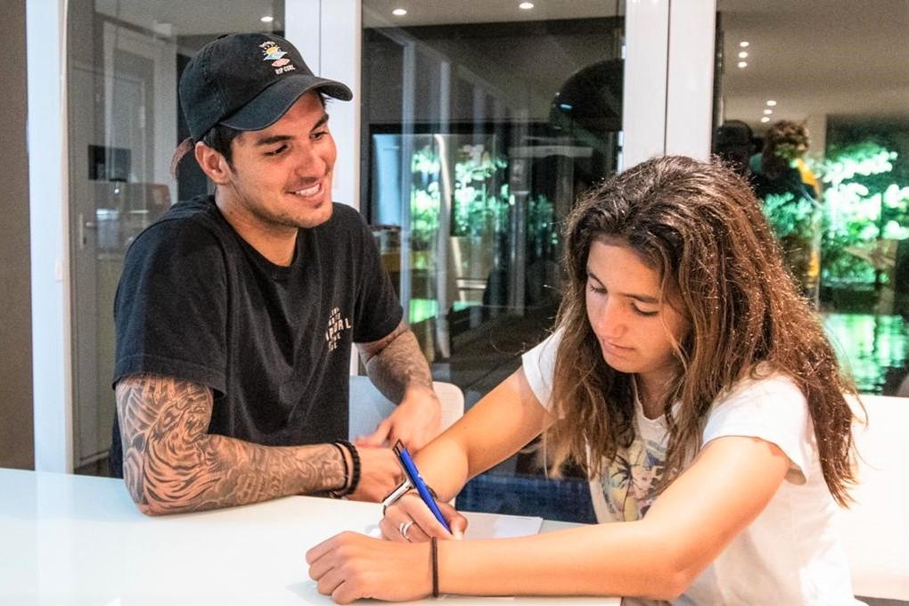 Gabriel Medina e sua irmã Sophia Medina / Foto Kaique Silva