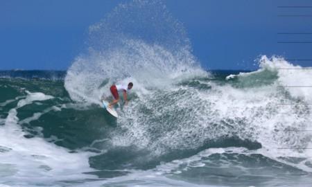 Surfistas de nove estados disputam o título paulista profissional de surfe