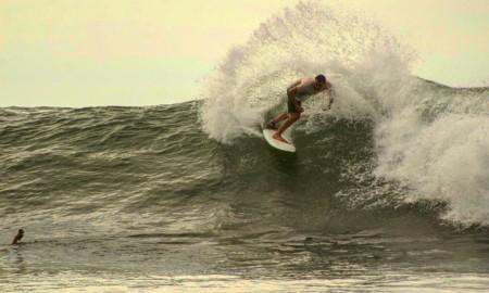"""Os atletas """"profissionais"""" de surfe e a atual legislação desportiva"""