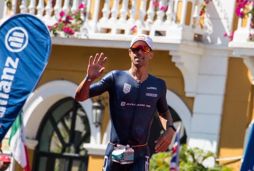 Triatleta brasileiro volta a subir no pódio em um último evento da temporada / Foto Carlos Quintero