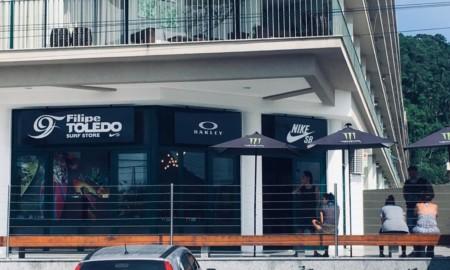 Filipe Toledo prestigia inauguração da sua loja oficial em Ubatuba