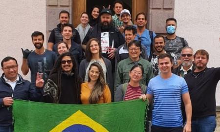 Diego Bispo retorna ao Brasil após quarentena no Equador devido ao Covid-19