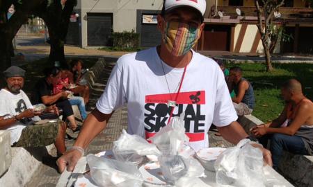 ONG Social Skate e Jamile Restaurante entregam marmitas aos moradores de rua