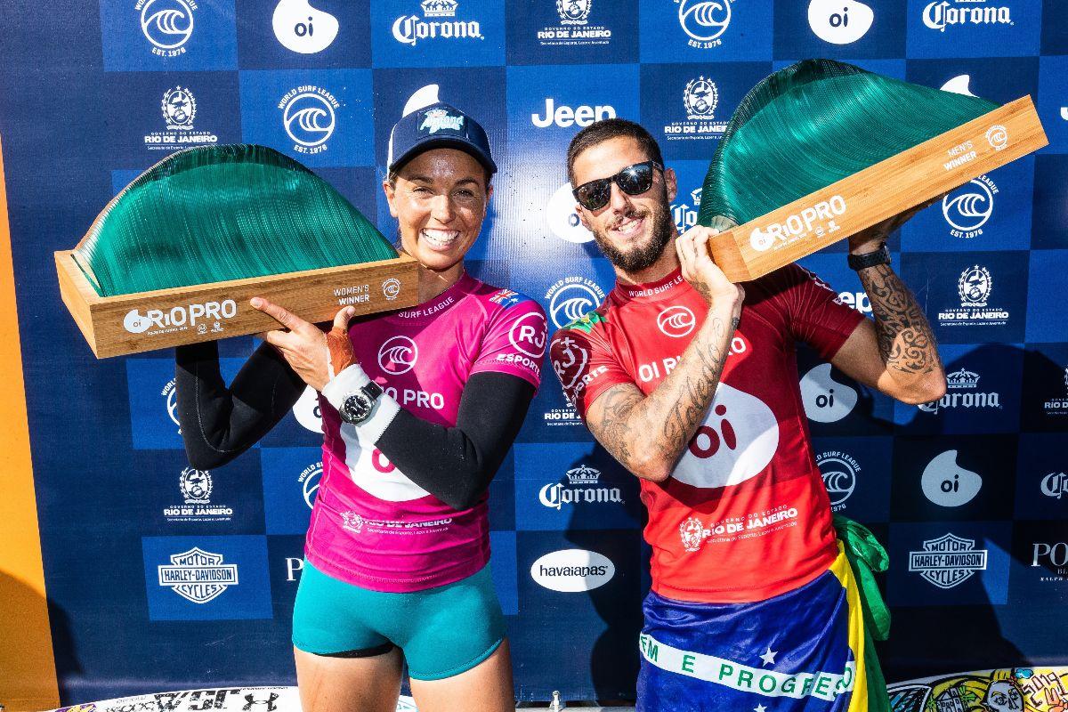 Sally Fitzgibbons e Filipe Toledo conquistaram tricampeonatos históricos no Oi Rio Pro 2019 em Saquarema (Foto: Damien Poullenot / WSL via Getty Images)